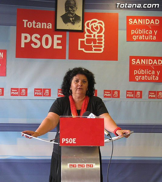 "The Socialists held tomorrow in Totana the party of the ""Day of the Rose"" with the presence of Elena Valenciano"