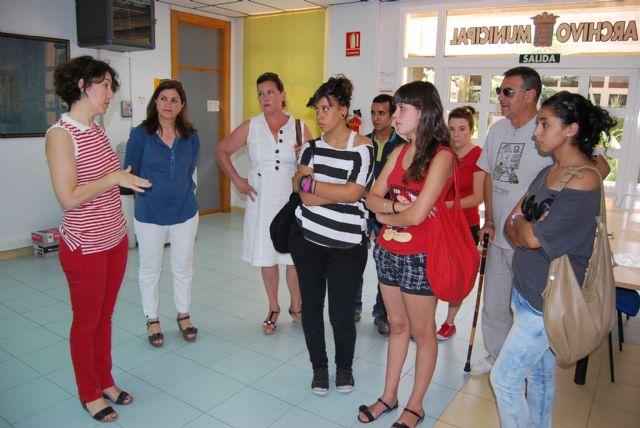 Alumnos del 1° curso del Ciclo Formativo de Gestión Administrativa del IES Miguel Hernández visito el Ayuntamiento, Foto 1