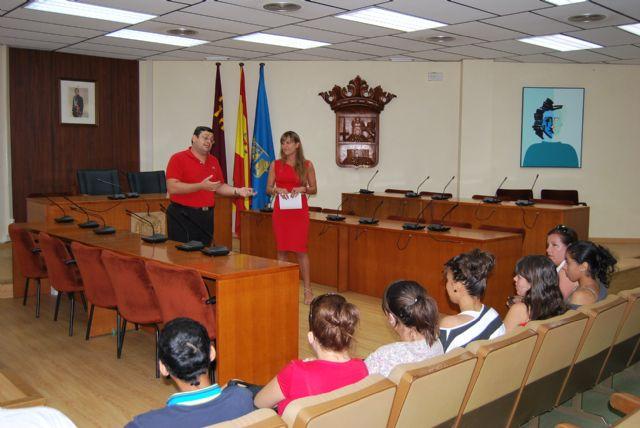 Alumnos del 1° curso del Ciclo Formativo de Gestión Administrativa del IES Miguel Hernández visito el Ayuntamiento, Foto 3