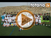 Unos 50 niños y jóvenes participan durante esta semana en el I Campus de Fútbol 'Punto Pelota' que coordina Isaac Jové