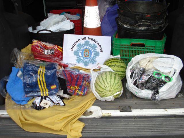 Decomisados más de 800 artículos destinados a la venta ambulante - 2, Foto 2