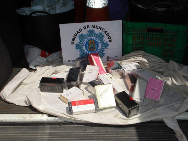 Decomisados más de 800 artículos destinados a la venta ambulante - 3, Foto 3