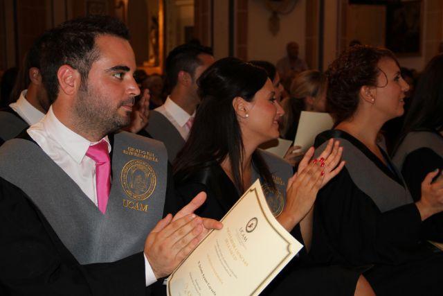 Acto de Imposición de Becas y Entrega de Diplomas a los alumnos de la Primera Promoción del Grado en Enfermería (Grupos C, D, y E) - 1, Foto 1