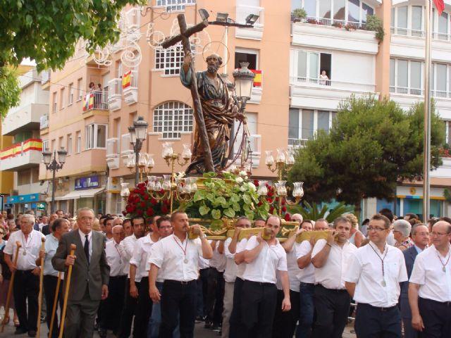 La imagen de San Pedro recorre las calles de la localidad en el día grande de las fiestas patronales - 1, Foto 1