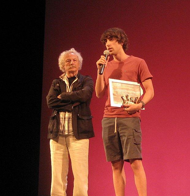 Un actor alhameño, Salvador Serrano Molina, recibe de manos de Rafael Álvarez (El Brujo) el premio nacional al mejor actor en Madrid, Foto 1