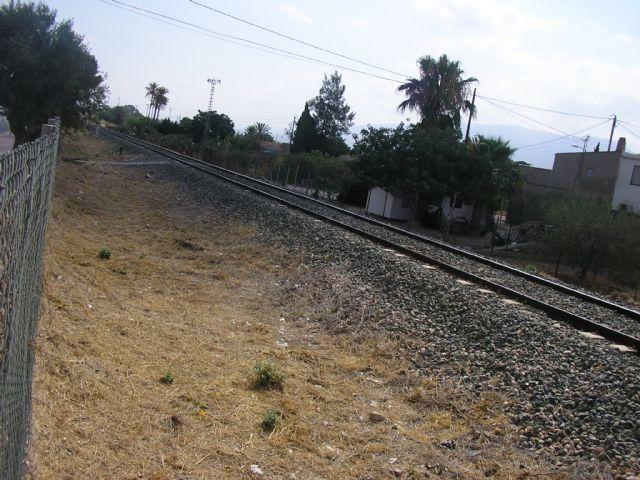 Se logra que ADIF acceda a la limpieza de maleza en los laterales de la vía del tren a su paso por Alhama, Foto 2