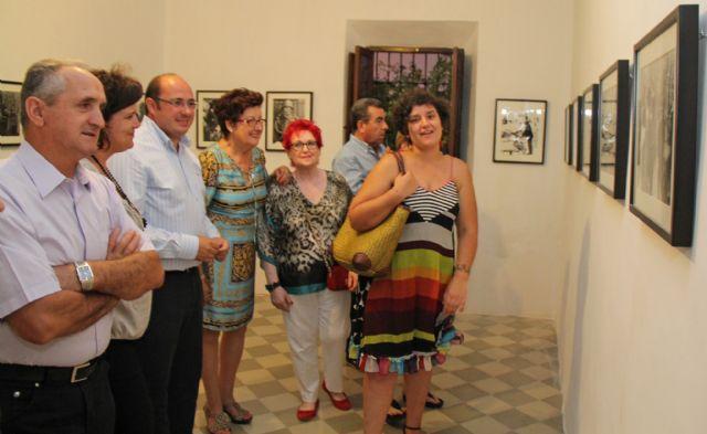 Inaugurada la exposición fotográfica 'Nacidas Libres' con la que se rinde un homenaje póstumo al lumbrerense José Ramón García - 1, Foto 1
