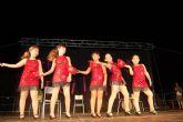 Las frescas y alegres coreografías de la Peña 'Báilalo' de Alguazas, uno de los ricos ingredientes de las fiestas 2012 del Barrio del Carmen del municipio