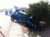 Los servicios municipales de emergencias asisten a una persona herida que resultó de un accidente en la carretera en dirección a la A-7