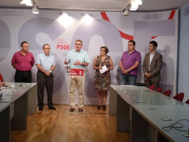 El PSOE apoya a los pequeños comerciantes, cuya situación peligra por la subida del IVA y la liberalización de horarios, Foto 2