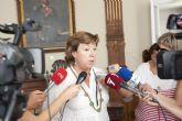 La alcaldesa considera un gesto de solidaridad la bajada del sueldo de los ediles