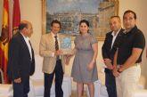 La alcaldesa de Totana y presidenta de la AeCC hace entrega al alcalde de Lorca del reconocimiento como ciudad invitada en la asociación nacional