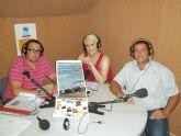 Los organizadores del Concurso de Lanzamiento de Legón de Alguazas, entrevistados en la radio pública local