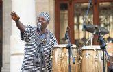 Los Sierra Leone's Refugee All Stars llenaron de reggae la plaza del Ayuntamiento