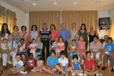 Encuentro intergeneracional entre mayores de San Javier y alumnos de la escuela de verano de 'Virgen de Loreto'