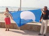 Las banderas azules ondean en la playa de La Puntica y el puerto deportivo Marina de Las Salinas