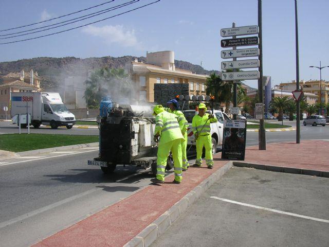 Se sellan las grietas de las avenidas Ginés Campos y Antonio Fuertes ya que son las que más tráfico soportan, a fin de evitar su deterioro, Foto 3
