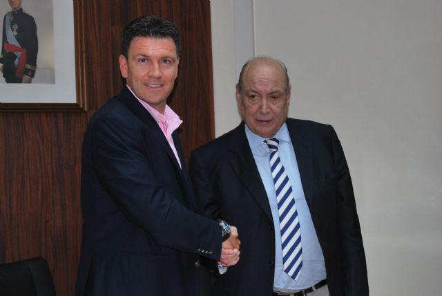 El alcalde de Alhama de Murcia y Jesús Samper firman un nuevo convenio urbanístico para el desarrollo de Paramount Park y LifeStyle Center, Foto 1