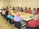El alcalde y el consejero Cruz se re�nen con hosteleros y empresarios de Mazarr�n