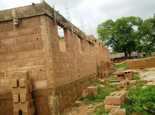 Anike Volunteer reports on the successful development of the construction of a school in Burkina Faso