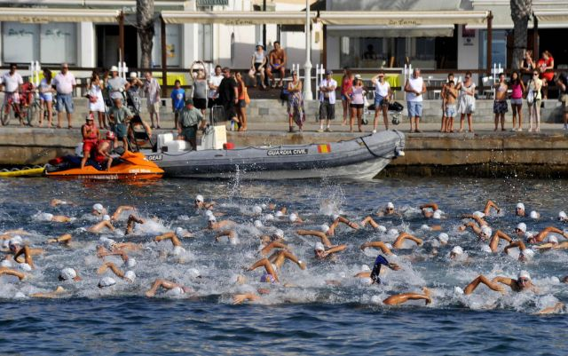 The totanero José Miguel Cano Guerao participated in the 1st swim across Cabo de Palos