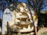 La Escuela Taller mejora el estado de Las Alamedas con la reparación de los bancos de piedra y la fuente ornamental
