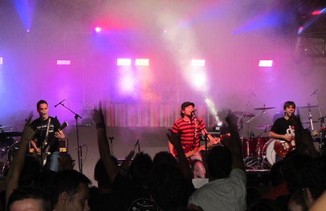 M�s de 800 personas disfrutaron de la noche solidaria del rock, Foto 2