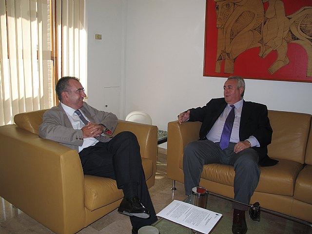 El consejero de Presidencia recibe al alcalde de Abanilla - 1, Foto 1