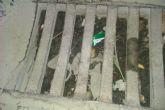 UxA reprocha que los imbornales y alcantarillas están atascados por la suciedad