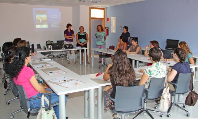 Más de una veintena de mujeres se forman en Tecnologías de la Información y la Comunicación en Puerto Lumbreras - 1, Foto 1