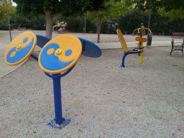 El jardín Paco Rabal cuenta con nuevos aparatos gimnásticos, Foto 1