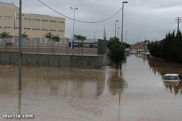 El 112 ha recibido, entre las 12 del mediodía y las 18.30 horas de hoy, 751 llamadas de emergencias relacionadas con las lluvias, Foto 1