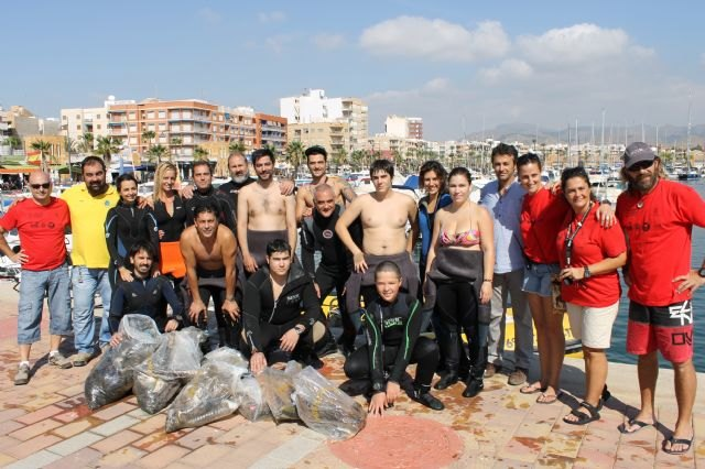 Media tonelada de basura menos en los fondos marinos y playas de la Bahía de Mazarrón - 1, Foto 1