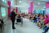 La asociación femenina 'Isabel González' torreña conoce la importancia de las vacunas de la mano del alcalde local