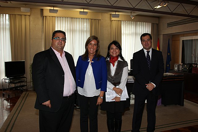 Ana Mato moves its commitment to people with rare diseases