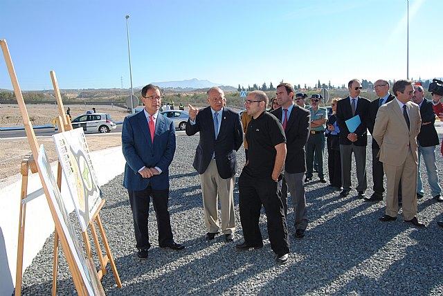 El delegado del Gobierno inaugura las obras de mejora de los tramos de carreteras del Estado cedidos al Ayuntamiento de Cieza - 1, Foto 1