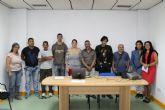 Diez alumnos comienzan un taller para aprender el oficio de zapatero