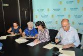 El Ayuntamiento firma un convenio de colaboración con las corales Santiago Apóstol y Stella Maris Björk