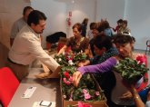 Entre Nosotras comienza con una jornada práctica sobre cuidados de las plantas y decoración floral