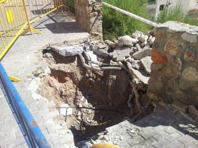 UPyD Cieza se queja del estado que mantiene ya un mes la calle Hontana - 1, Foto 1