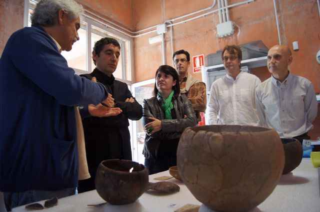 The Minister of Culture visits the Field Argárico La Bastida