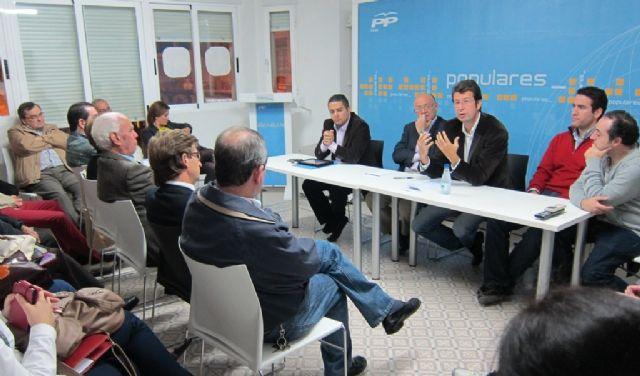Juan Carlos Ruiz se reúne con los concejales y miembros de la junta directiva local del PP en Cieza - 1, Foto 1