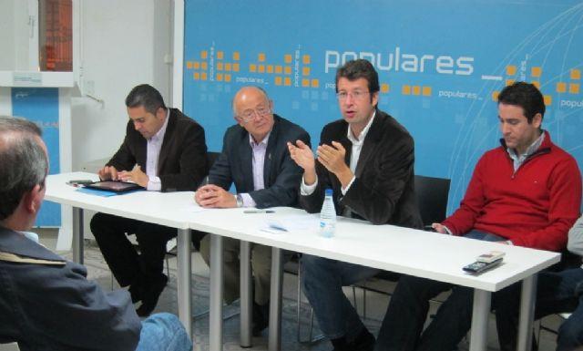 Juan Carlos Ruiz se reúne con los concejales y miembros de la junta directiva local del PP en Cieza - 2, Foto 2
