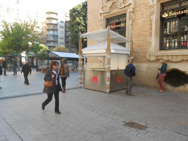 Comienzan a instalar la nueva caseta informativo en la Plaza de Santo Domingo - 1, Foto 1