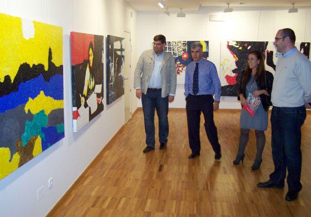 El pintor Ángel Martínez muestra en Águilas la exposición solidaria Luz 0,0 - 1, Foto 1