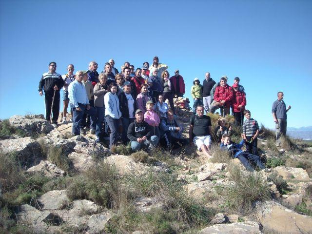 Los buitres leonados acompañan a los senderistas en su subida al Talayón - 3, Foto 3