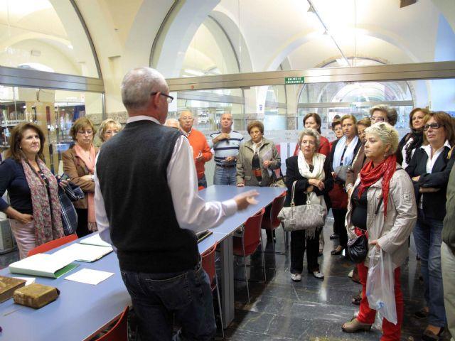 Los jubilados se empapan de la historia del archivo municipal - 1, Foto 1