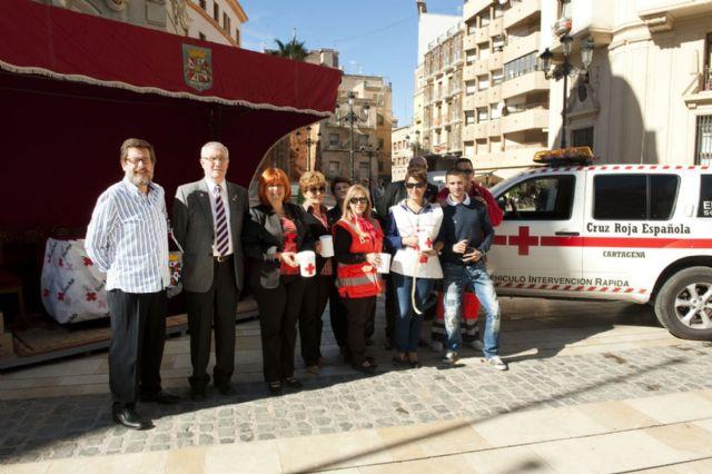 El Ayuntamiento participa en la cuestación de la Cruz Roja por el Día de la Banderita - 4, Foto 4