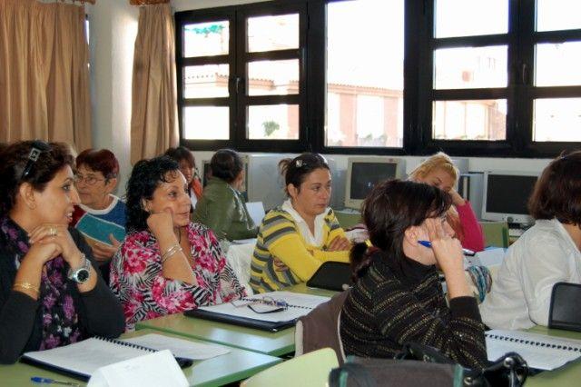 Un centenar de alguaceños se forman este curso 2012-2013 en la Educación para Adultos - 1, Foto 1