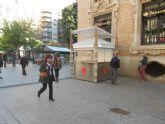 Comienzan a instalar la nueva caseta informativo en la Plaza de Santo Domingo